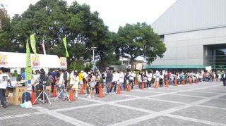 25日開始45分前にすでに150人の行列が